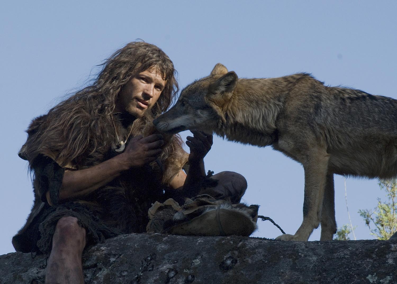 smotret-film-goliy-sredi-volkov