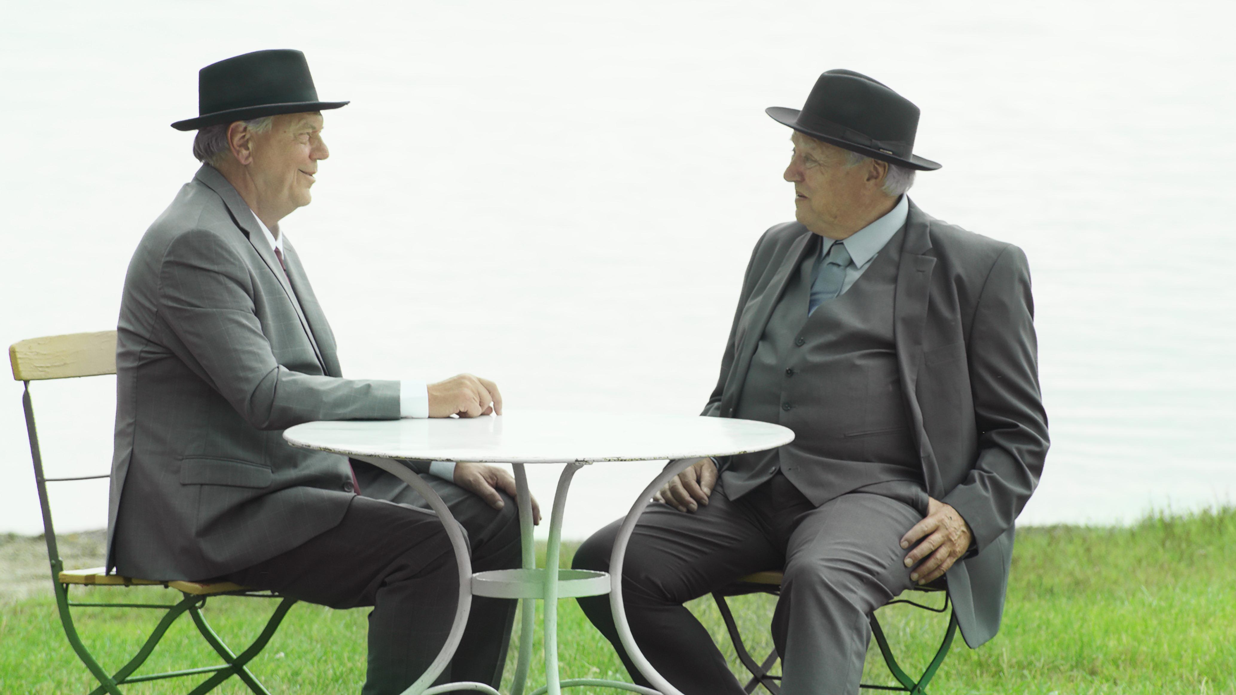 Zwei Herren im Anzug